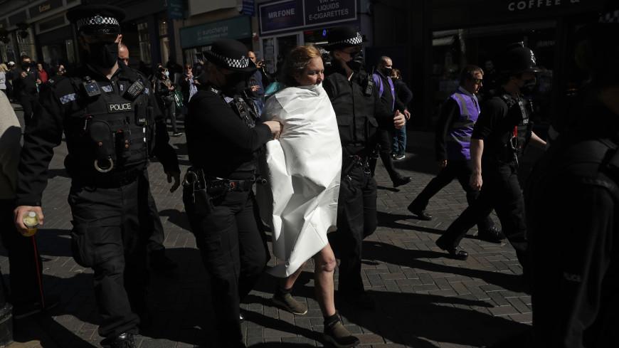 Полуодетая женщина попыталась сорвать похороны принца Филиппа