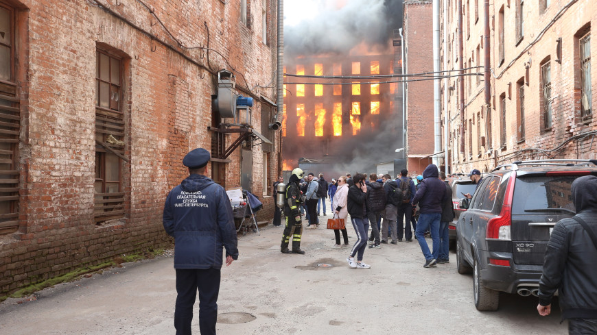 Пожар на Невской мануфактуре: площадь возгорания выросла до 10 тыс. кв. м