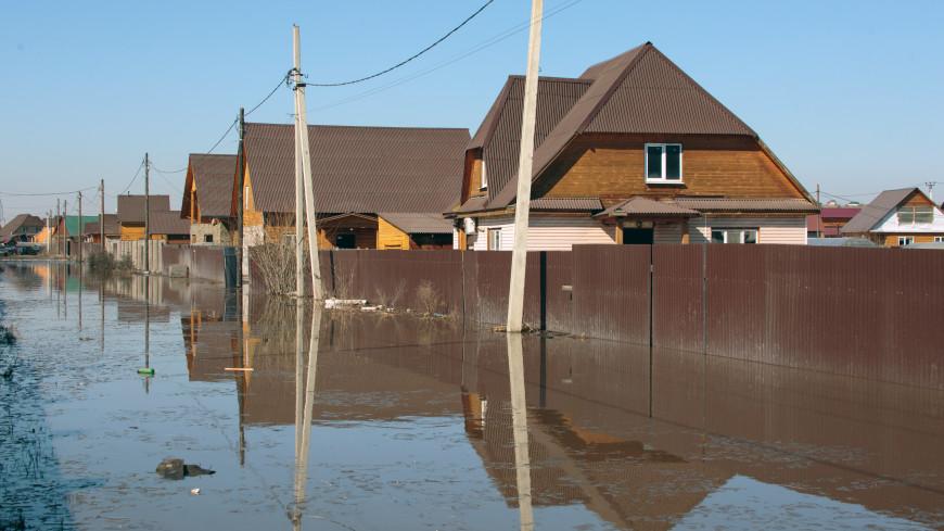 В Новосибирске талые воды отрезали от мира поселок с населением в 400 человек