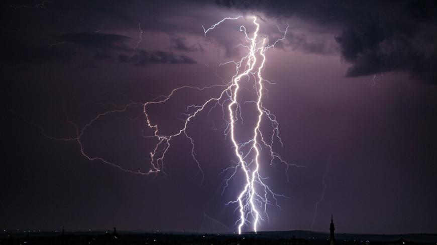 Москвичей предупредили о грозе, ливне и штормовом ветре в пятницу