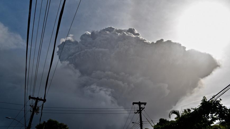 Сотни людей остались без света из-за извержения вулкана на острове Сент-Винсент