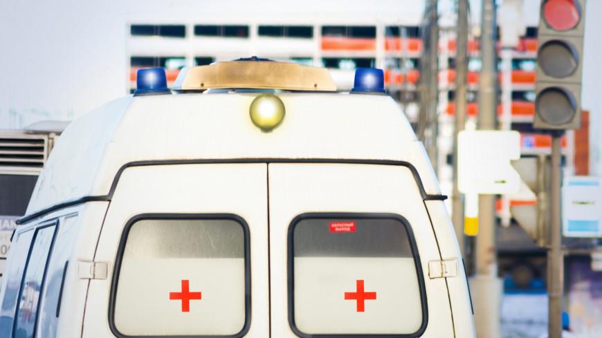 Балконная обшивка обрушилась на девушек в Ижевске (ВИДЕО)