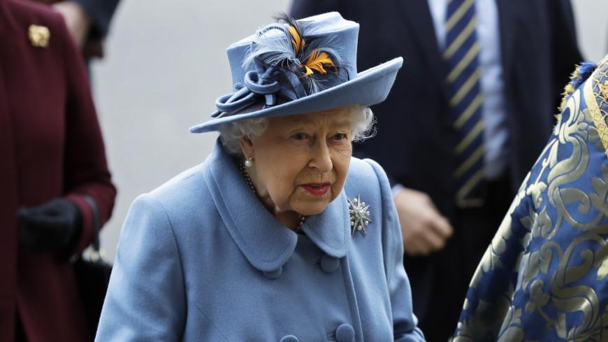 Королева Елизавета II вернулась к своим обязанностям после смерти мужа