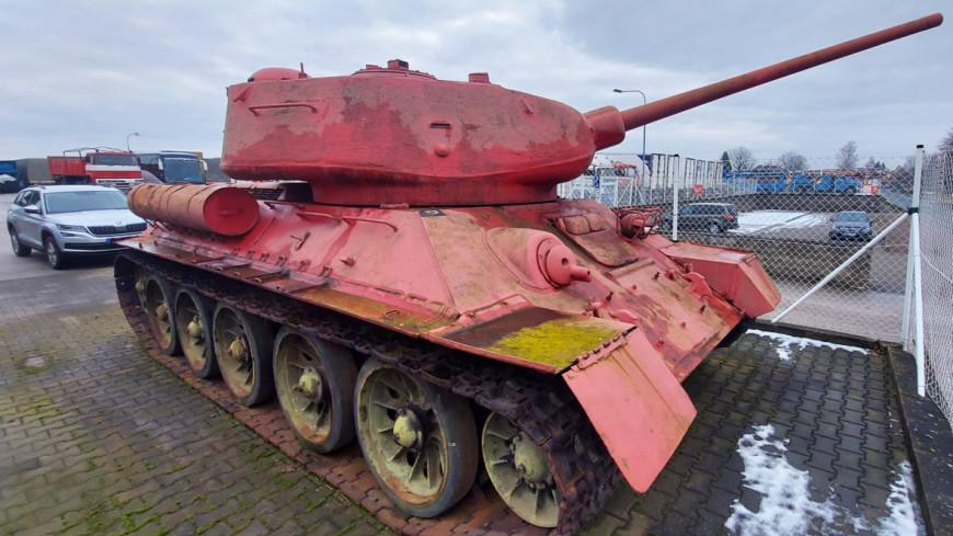 Чех в ходе оружейной амнистии сдал полиции розовый танк