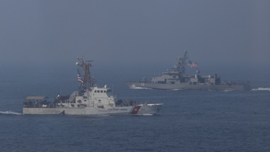 Корабль ВМС США открыл предупредительный огонь в Персидском заливе