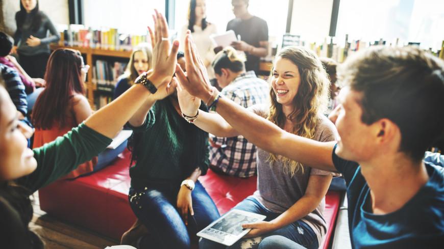 Отношения помогают студентам пережить травму и избежать проблем с алкоголем