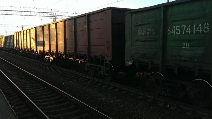 Грузовой вагон с апатитовым концентратом сошел с путей под Мурманском