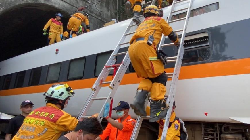 Поезд смерти: на Тайване в железнодорожной катастрофе погибли 54 человека