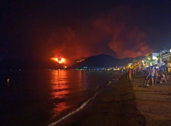 Туристы не планируют прерывать отдых в Турции из-за пожаров. ЭКСКЛЮЗИВ