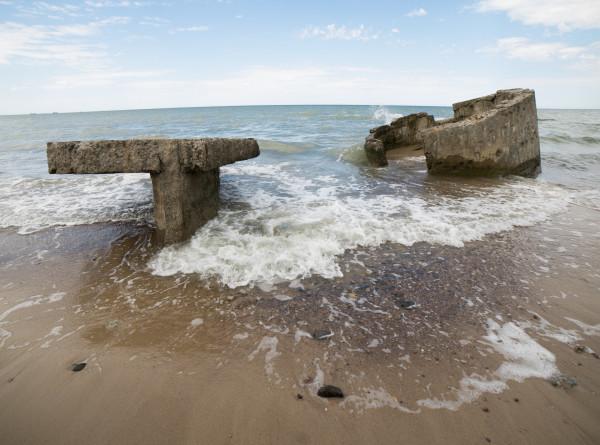 Робота для очистки пляжей от окурков и мелких частиц пластика создали в США (ВИДЕО)