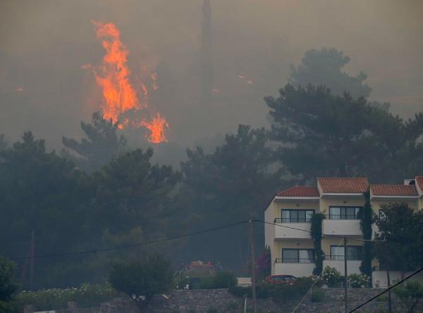 Европа горит: крупные пожары тушат в Турции, Италии и Греции