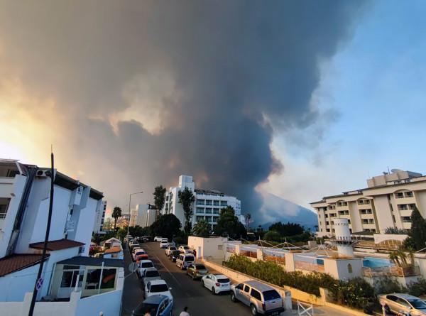 Побережье Средиземного моря в огне: пожары охватили леса Турции, Греции и Италии