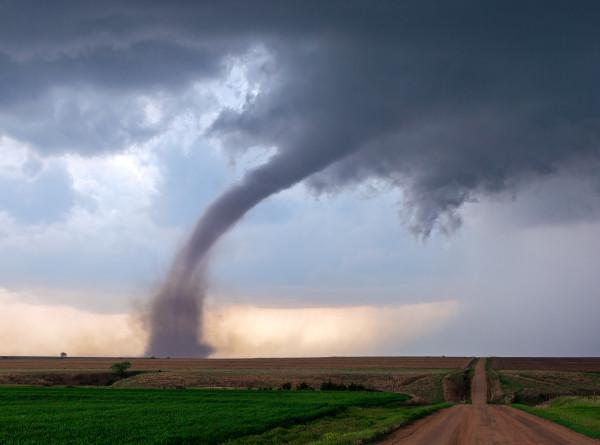 Синоптик предупредил о возможных торнадо в Поволжье
