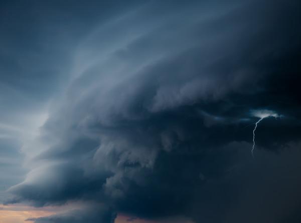 Торнадо обрушился на российскую деревню Рогожа