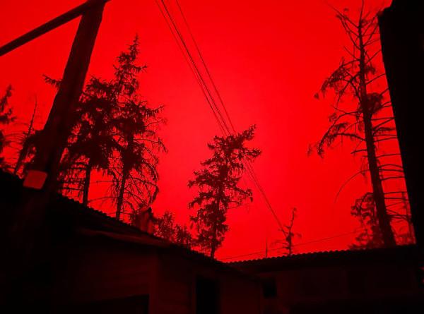 Солнце пропало: из-за лесных пожаров в Якутии днем стало темно как ночью