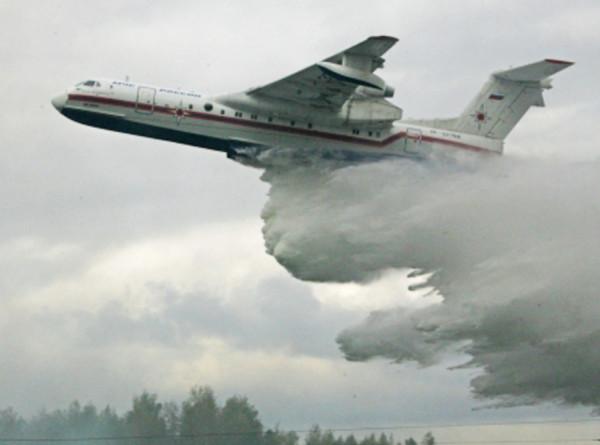 Самолеты-амфибии возобновили тушение пожаров в Якутии
