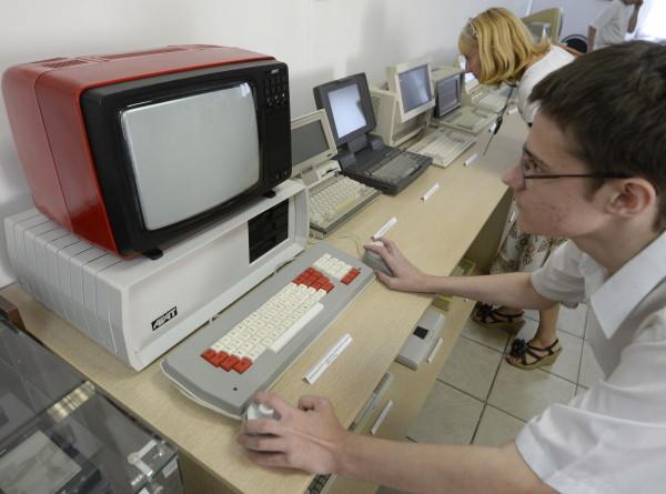 Первый Mac, советский «Агат» и квантовый «монстр»: 40-летняя история компьютеров