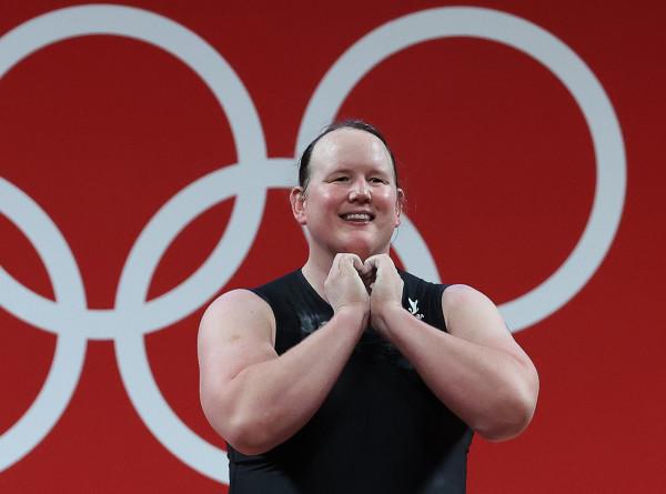 Штангистка-трансгендер завершила выступление на ОИ без единой успешной попытки в рывке