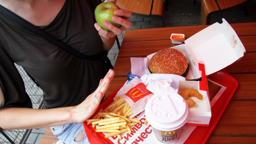 В Макдональдсе,макдональдс, фаст-фуд, фастфуд, гамбургер, диета, еда, есть, яблоко, худеть,
