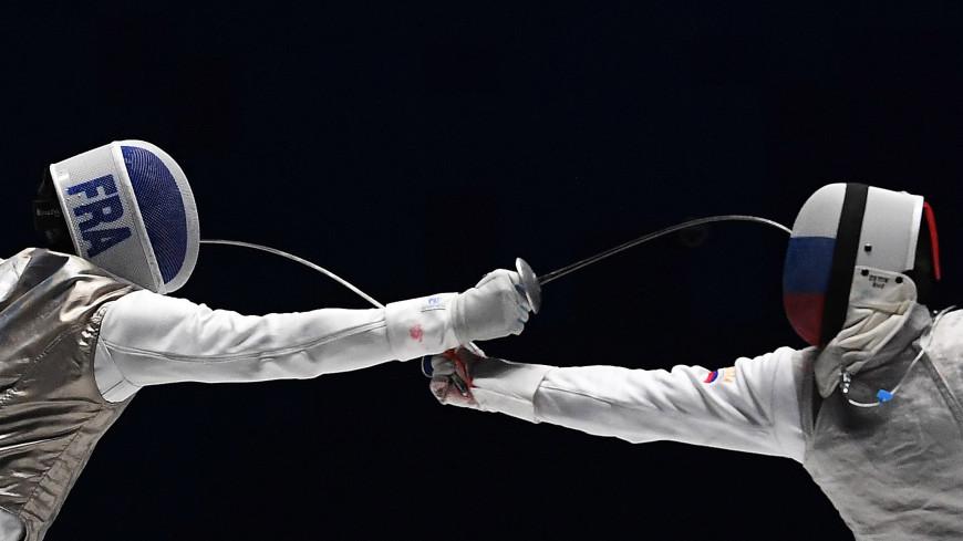 Российские рапиристы завоевали серебро командного турнира в Токио