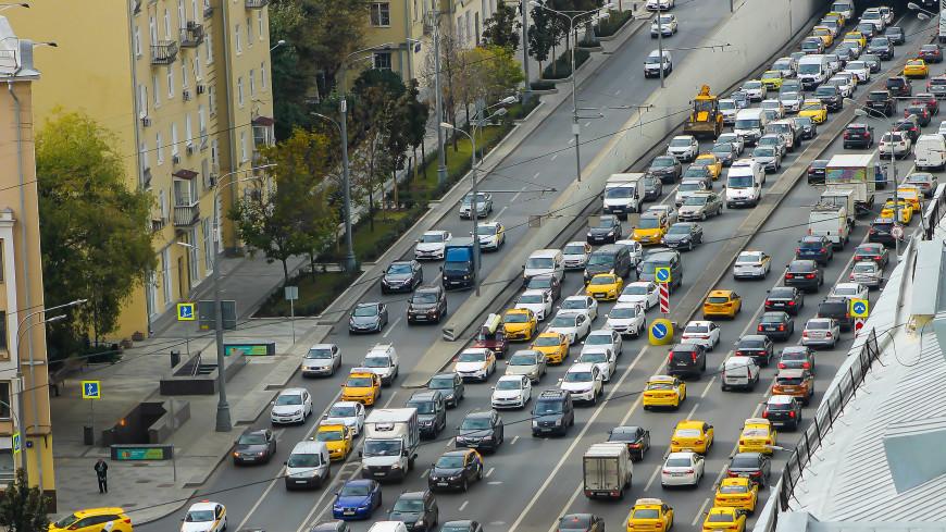 ЦОДД предупредил москвичей о возврате пробок к середине сентября