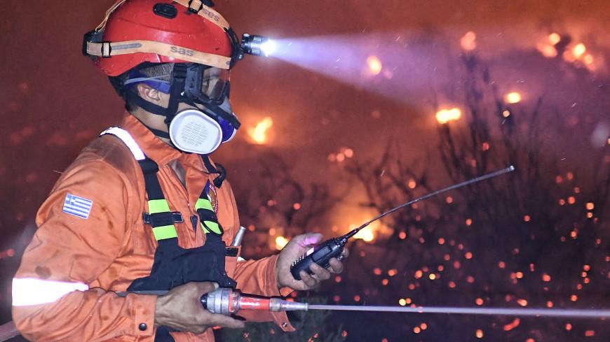 Греция в огне: более 300 человек спасены из огня в пригороде Афин