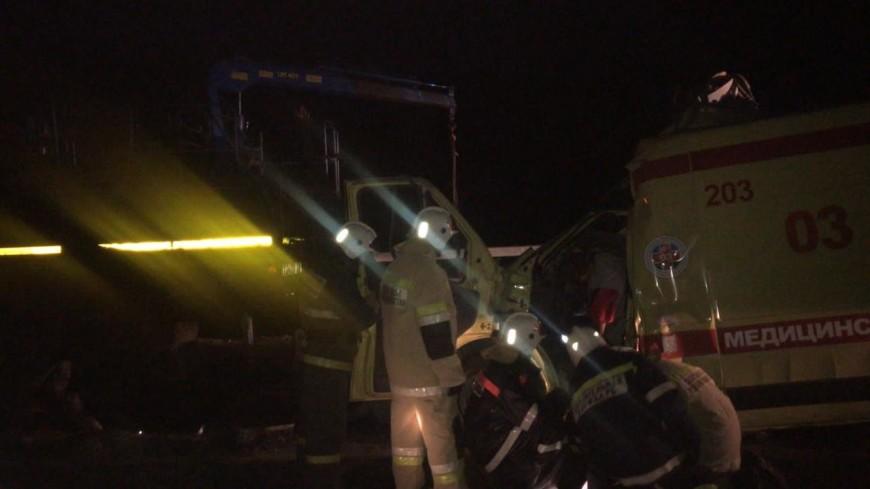 Фельдшер и водитель скорой помощи погибли в ДТП с КамАЗом под Уфой