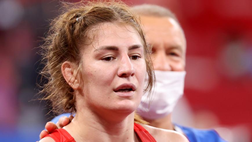 Российские борцы Сурков и Овчарова проведут поединки за бронзу Игр в Токио