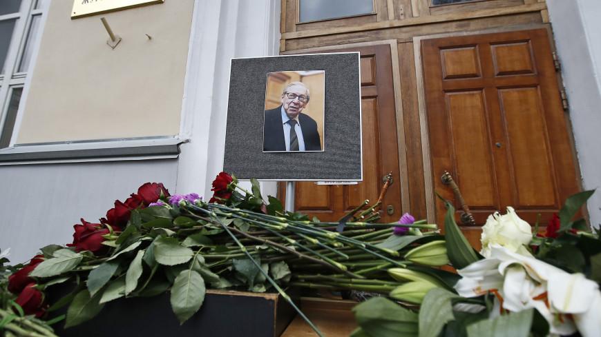 Прощание с Ясеном Засурским пройдет в среду у журфака МГУ