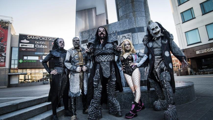 Лидер финской группы Lordi вакцинировался, не снимая своего устрашающего костюма (ФОТО)