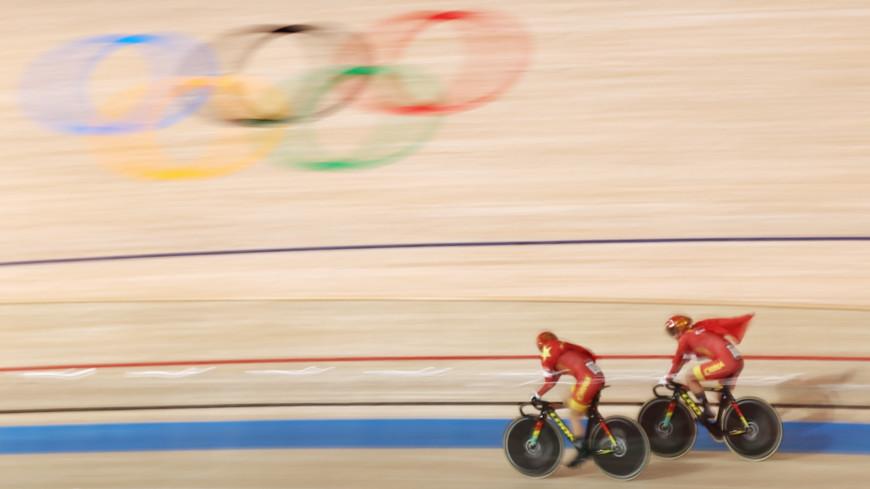 Спортдайджест: значок Мао Цзэдуна «насолил» олимпийцам КНР, Луи ван Гал снова у руля сборной Нидерландов по футболу, Мэни Пакьяо возвращается в бокс