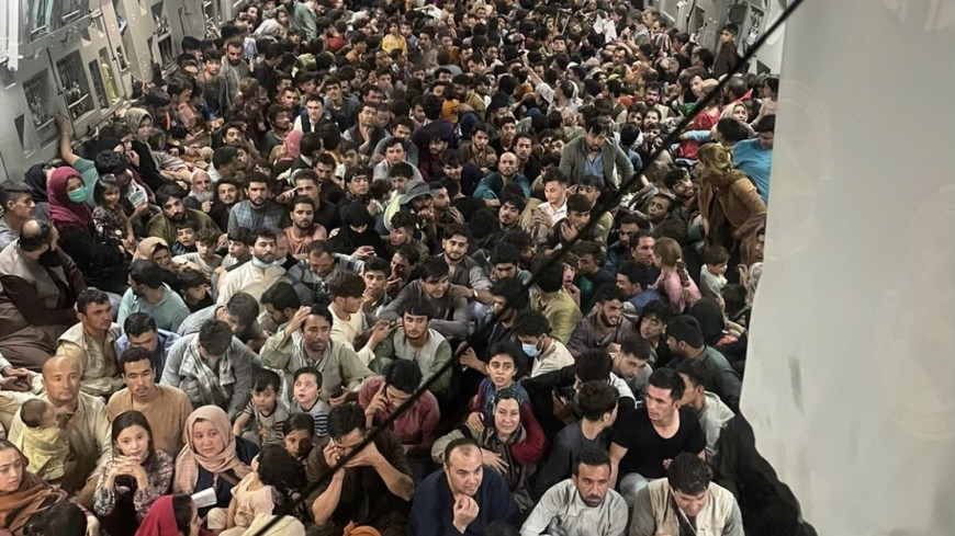 Любой ценой сбежать из Афганистана: тысячи жителей не оставляют попыток покинуть страну