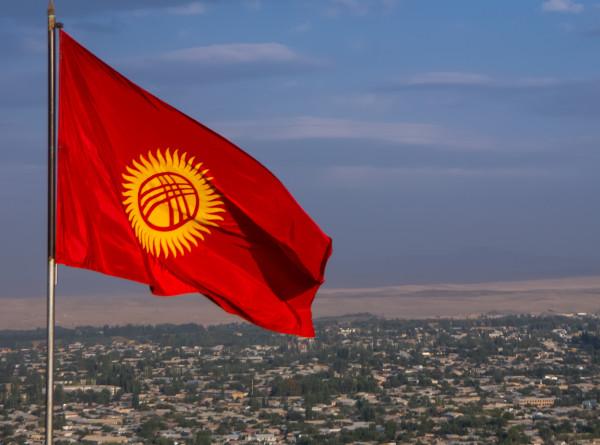 В Кыргызстане предложили контролировать финансы политических партий