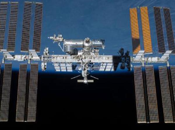 Российские космонавты закрыли на МКС камеру с трещиной