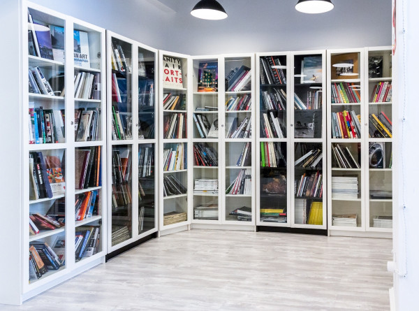 Во всех библиотеках Москвы начали принимать Единый читательский билет