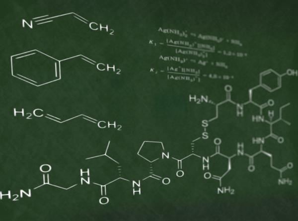 Уроки в TikTok: казахстанский учитель объясняет химию с помощью аниме
