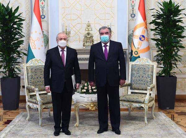 Президент Таджикистана обсудил двустороннее сотрудничество с главой МИД Узбекистана