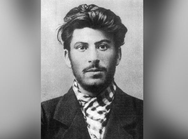 Перспективные красавчики: как выглядели в молодости Сталин, Брежнев, Ельцин и другие?