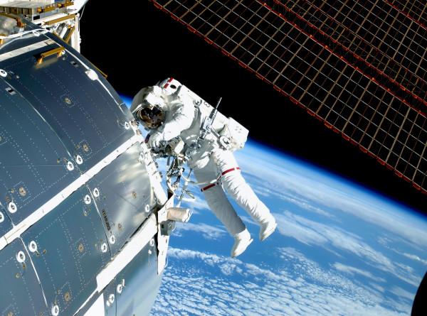 Астронавты NASA вышли в открытый космос для монтажных работ на МКС