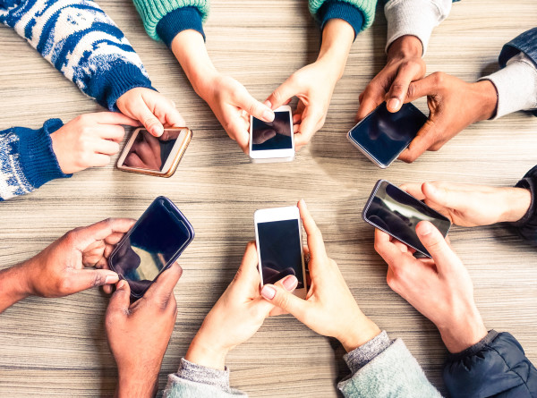 Выжить в «инфомясорубке»: как соцсети «крадут» нашу жизнь и можно ли это остановить?