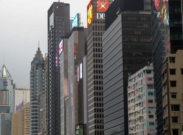 Власти Гонконга решили раздать населению деньги на покупки