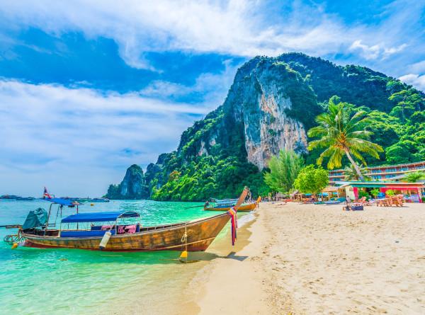 Таиланд снимает ограничения в курортных провинциях