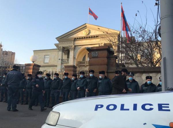 Минобороны Армении призвало не втягивать вооруженные силы в политические процессы в стране