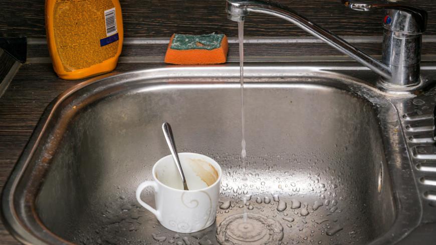 Кухня. Грязная посуда в раковине