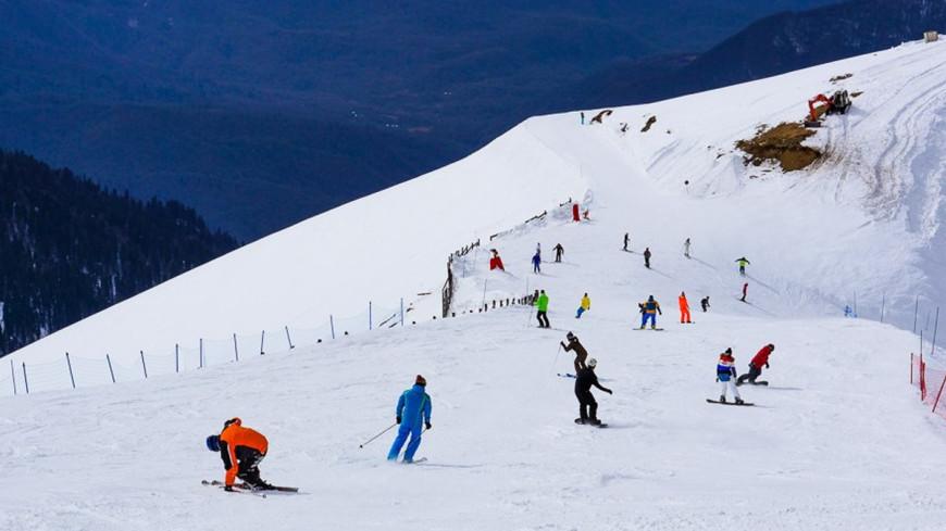 """Фото: Елизавета Шагалова, """"«МИР 24»"""":http://mir24.tv/, лыжники, сочи, роза хутор, горнолыжный курорт"""