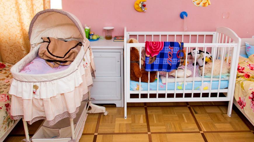 """Фото: Максим Кулачков (МТРК «Мир») """"«Мир 24»"""":http://mir24.tv/, люлька, дом для мамы, комната, детская, кроватка"""