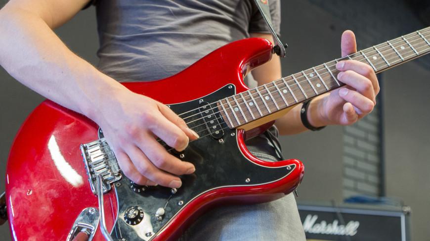 "Фото: ""«Мир 24»"":http://mir24.tv/, гитара, музыканты студия матвиенко, музыкальные инструменты"