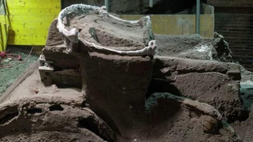 Археологи обнаружили на месте Помпеи уникальную колесницу