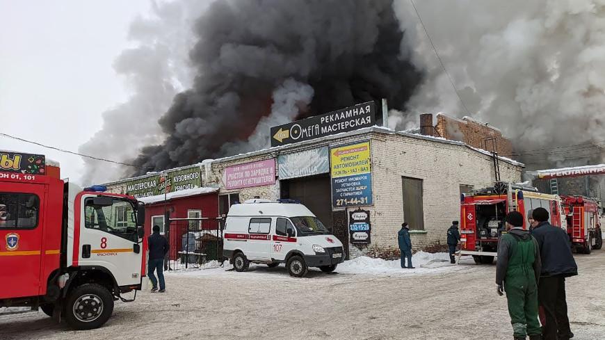 Не выбрались из огня: в Красноярске ищут троих пожарных, спасавших человека из пылающего склада