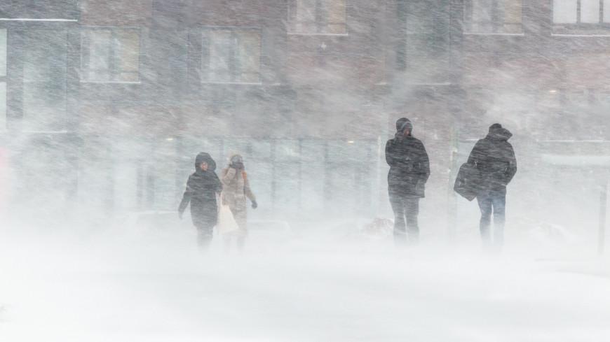 На Иркутск в последний день Масленицы обрушился снежный ураган